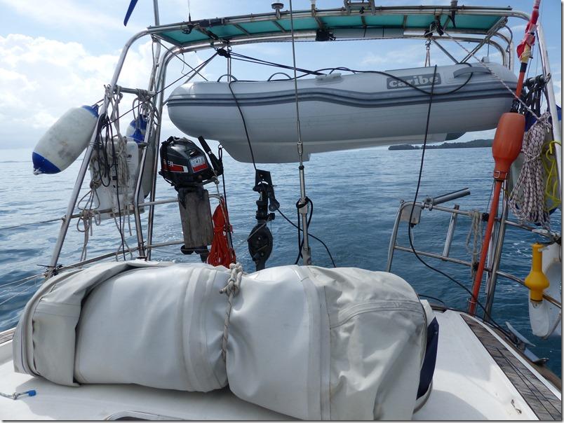 Dec 1st - Back to Las Perlas with two dinghys